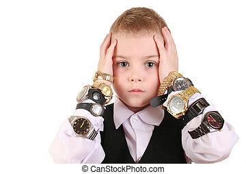 triste, niño, con, relojes