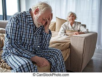 triste, vecchio, coppia, sposato, problema, detenere