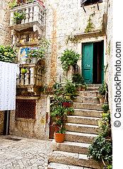 Trogir - courtyard.
