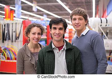 trois amis, dans, magasin