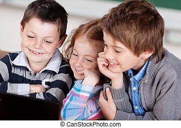 trois enfants