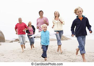 trois famille génération, courir long, hiver, plage, ensemble