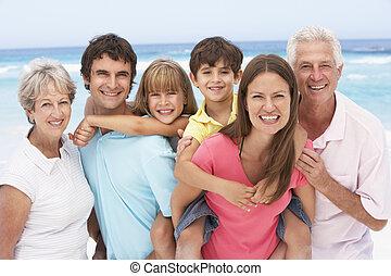 trois famille génération, délassant, sur, vacances plage