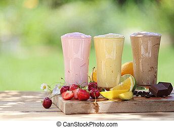 trois, fruit, ou, choclate, smoothies, ou, milk-shakes