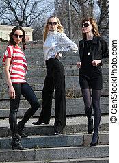 trois, mode, femmes