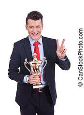 trophée, business, grand, jeune, enjôleur, homme