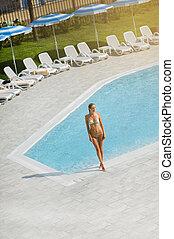 tropicais, descansar, jovem, piscina, recurso, ao ar livre, mulher, bonito, hotel, plataformas