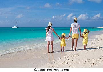 tropicais, família, jovem, costas, quatro, praia, vista