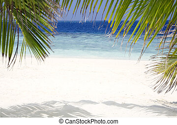 foreshortening of a beach. Useful as a frame. Focus is on water
