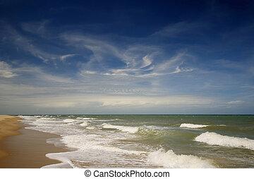 Tropical beach, north of Cairns, Queensland (Australia)