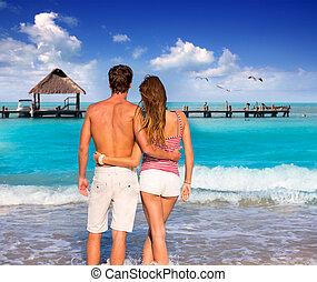 tropical, pareja, playa, joven, turistas