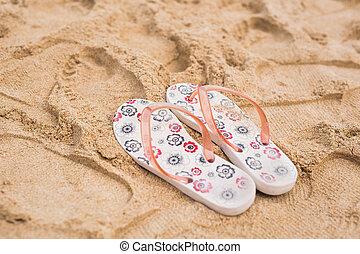 tropical semester, begrepp, -, flipflops, på, a, sandig, ocean, strand