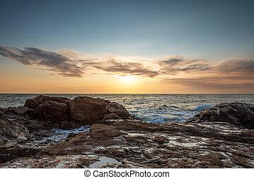 tropicale, colorito, tramonto, a, il, pietre, spiaggia
