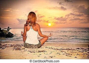 tropicale, spiaggia, donna, tramonto, seduta