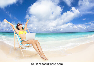 tropikalny, laptop, kobieta, plaża, szczęśliwy