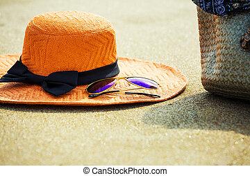 tropisch strand, zonnebrillen, hoedje, zak