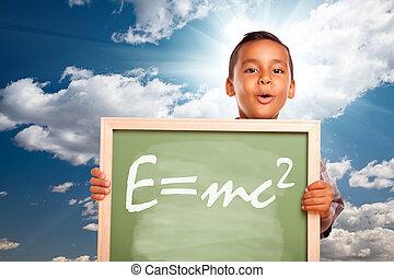 trots, spaans, jongen, vasthouden, chalkboard, met, theorie...