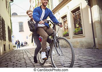 trottoirs, couple, par, ville, cyclisme