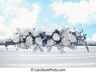 trouwfeest, floral, decoraties, gematigd, witte bloemen, op, blauwe hemel, achtergrond