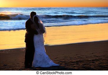 trouwfeest, op, ondergaande zon