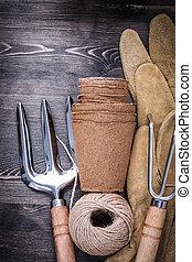 Trowel fork rake protective gloves hank of rope peat pots