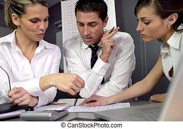 trzy, koledzy, w, handlowe spotkanie