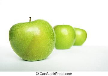 trzy, zielone jabłka