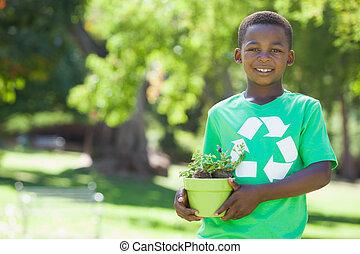 tshirt, planta de reciclaje, tenencia, niño, potted, joven