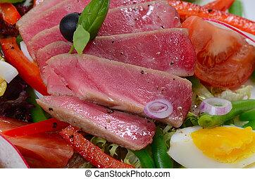 tuńczyk, świeża zielenina, nicoise