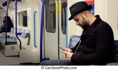tube, train, musique écouter, homme