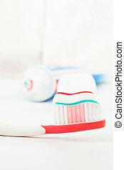 tubo de pasta dentífrica, al lado de, un, cepillo de dientes