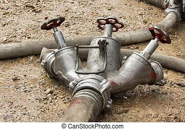 tubo, estinguere, fuoco, mentre, collegamento, suolo