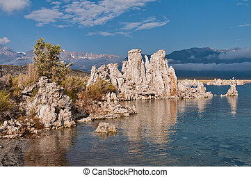 Tufa structures at Mono Lake near Lee Vining, California