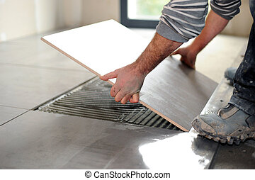 tuiles, pose homme, plancher