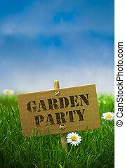 tuinparty, tekst, geschreven, op, een, karton, paneel, vast, door, gebruik, bamboe, post, natuur, achtergrond, met, madeliefje, bloemen, groen gras, en blauw, hemel