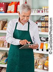 tulajdonos, használ, hím, élelmiszer áruház, tabletta