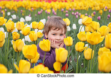 tulipes, champ, petite fille, asseoir