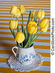 tulips, ваза