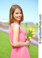 tulips, menina sorridente, amarela