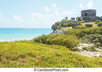 Tulum mayan ruins sea