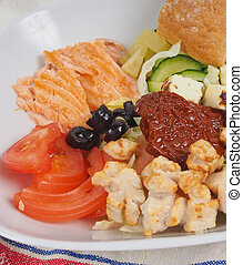 Tuna salad with tomato and bread