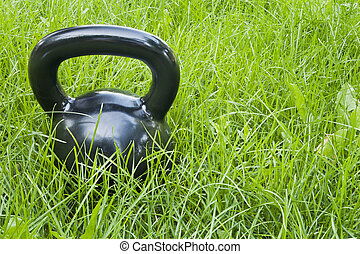 tung, järn, kettlebell, in, gräs