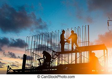 tung, stående, silhuett, bakgrund, industri,  över, arbete, avtal, suddig, konstruktion, säkerhet,  sub-contractors, solnedgång, begrepp, pastell, beställa, diskutera, ingenjör