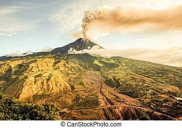 Tungurahua Volcano Smoking 29 11 2010 Ecuador South America 4Pm Local Time
