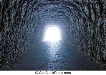tunnel, dentro