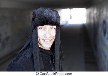 tunnel, uomo sorridente, giovane, sottopassaggio