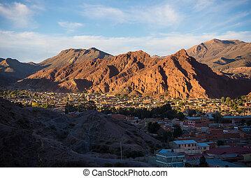tupiza, wystający, bolivia., wieś, podróż, góra, płaski, przebądźcie cel, początek, jarzący się, 4, czerwony, tutaj, najbardziej, ważny, uyuni, panoramiczny, dni, skala, sunset., sól, droga, prospekt