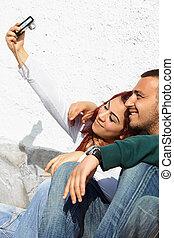 turco, pareja, con, cámara digital