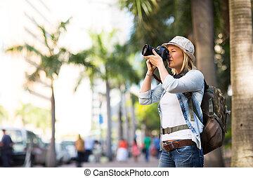 turist, tagande fotografin, i staden