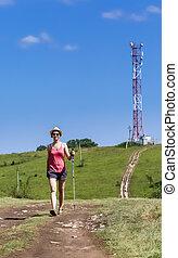 turista, cima, comunicazioni, collina, fondo, camminare, torre, strada